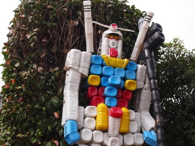 Forget Tokyo's giant Gundam statue, we wanna visit this plastic-bottle Gundam in Tochigi!