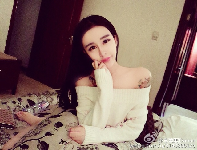 "15-year-old Chinese ""plastic"" girl gets bashed on Weibo, lashes back with attitude and selfies"
