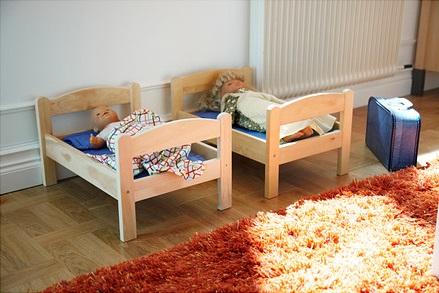 duktig-doll-s-bed-with-bedlinen-set-assorted-colours__0168105_PE259093_S4
