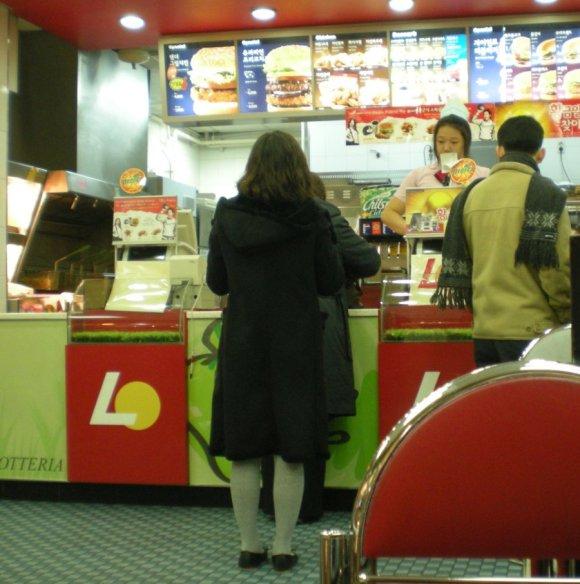 Lotteria,_Seoul,_order_counter