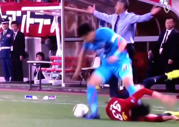 Dirty play during Japanese soccer league game sparks racial tensions 【Video】