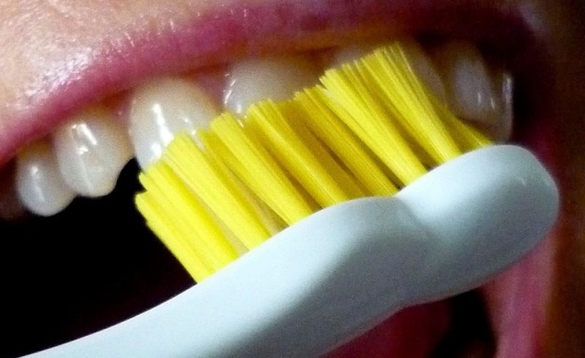 Japanese dentistry association says don't hesitate to brush right after you eat