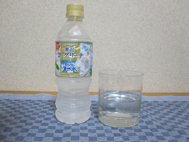Yogurt-flavored water?!? We try Suntory's new beverage straight, mix it with booze 【Taste test】