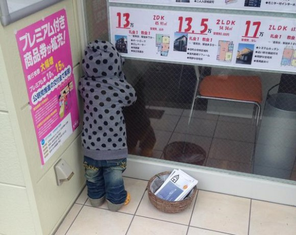 Looking for a home to call his own – creepy faceless child spotted in Tokyo
