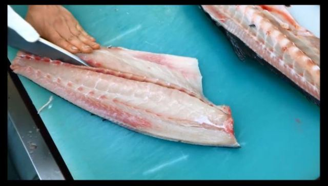 Sashimi chef mesmerizes viewers with videos of his deft preparation of various kinds of fish