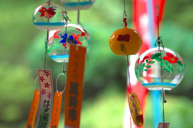 Nearly 1,000 wind chimes stolen from Chinese festival…of wind chimes