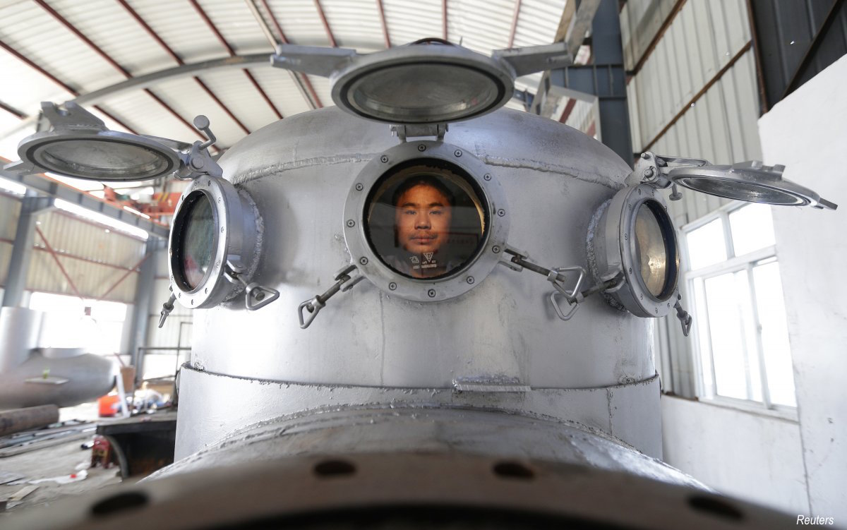 another-farmer-zhang-wuyi-37-created-a-multi-seater-submarine-at-home-to-help-harvest-aquatic-products-such-as-sea-cucumber-he-sold-his-invention-to-sold-to-a-businessman-in-dalian-at-a-price-of-100000-yuan-10248-15855-in-2014