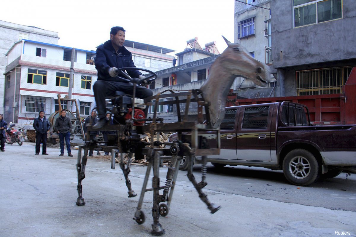 in-the-shiyan-hubei-province-su-daocheng-spent-two-months-building-a-home-made-mechanical-horse-to-travel-around-in