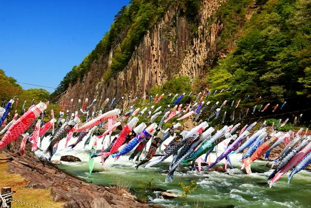 Japan celebrates Children's Day by flying beautiful carp streamers 【Photos】