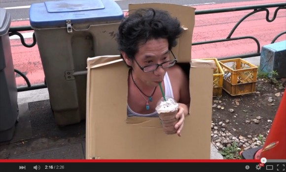 """Solid Sato"" sneaks into Starbucks under cover of cardboard box, Metal Gear-style 【VIDEO】"