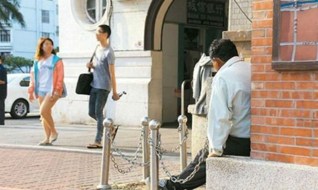 Taiwanese man waits outside train station for his date for 20 years – she still hasn't shown