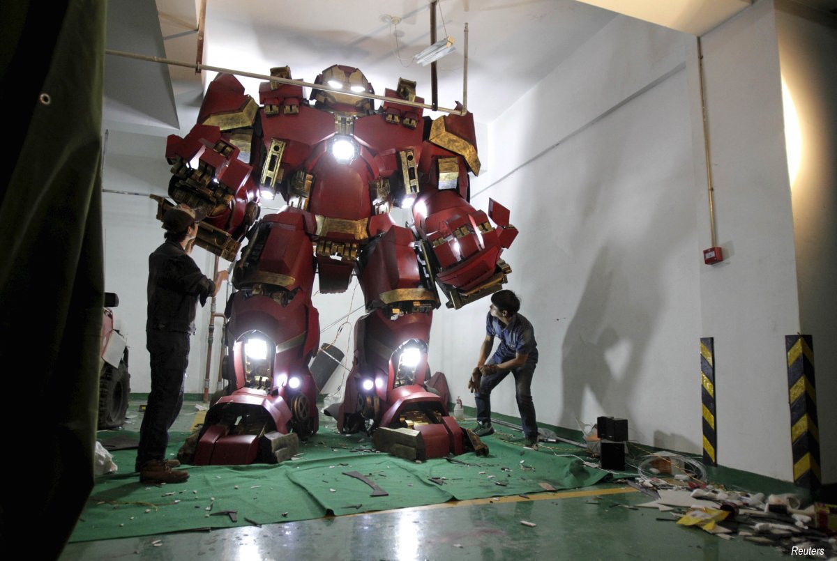 xing-yile-l-a-26-year-old-middle-school-art-teacher-took-two-months-to-build-a-homemade-replica-of-the-hulkbuster-iron-man-armoured-suit-from-the-movie-avengers-age-of-ultron