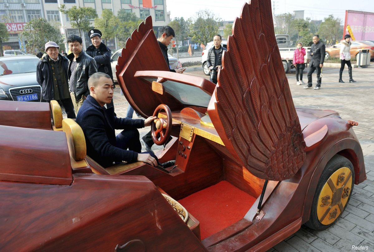 yu-jietao-26-year-old-wood-carver-also-saw-the-potential-in-wooden-vehicles-and-spent-100000-yuan-10247-16010-on-his-invention-it-can-travel-as-fast-as-30-kmh-per-hour