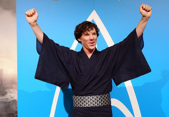 Twitter photo collection of Hollywood celebrities doing Japanese things in Japan