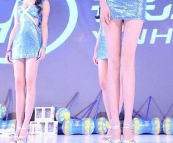 The legs of the model with the world's longest legs are just hilariously long