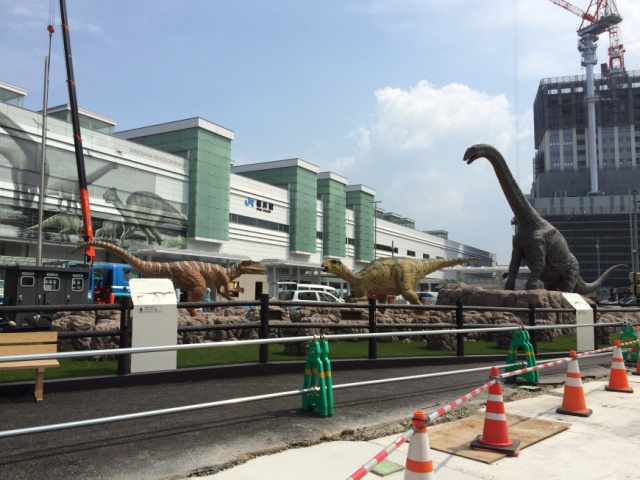 We visited Fukui Station to see the dinosaurs! No Chris Pratt, but the Dino Doctor was in!