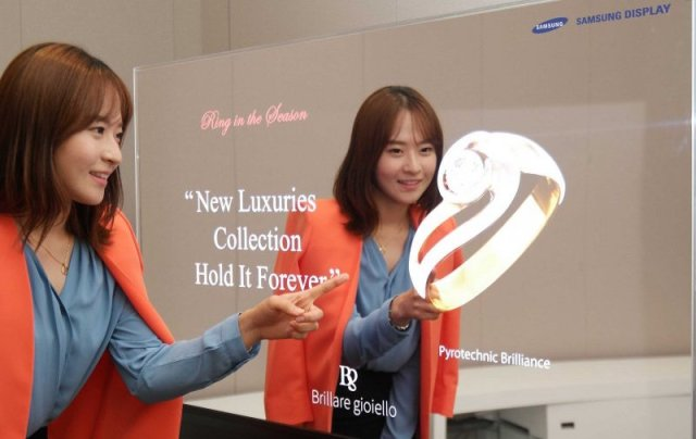 Samsung invented a crazy mirror that can show you how clothing looks on you before you buy