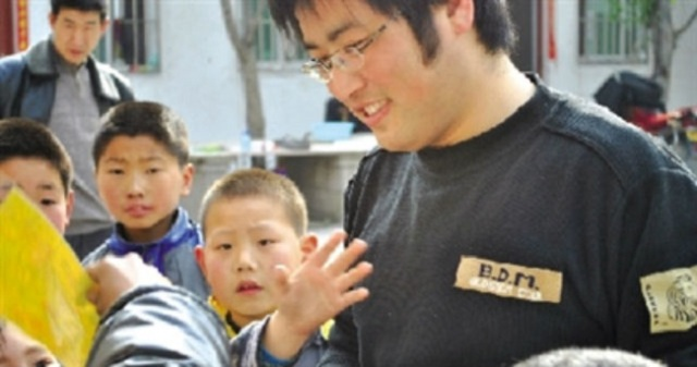 Teacher at a Henan university continues to raise money for impoverished students