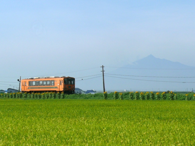"Japan's Top 10 Scenic Train Trips–according to two ""densha otaku"" train guides"