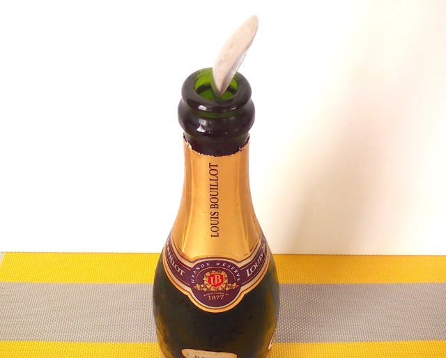 More lifehacks! The easiest way to keep champagne from going flat, tested