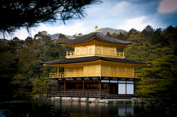 Documentary about Japanese gold leaf process ignites interest in cultural arts online【Video】