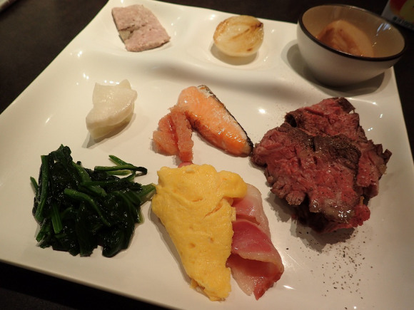 We try Japan's top-ranked hotel breakfast for ourselves, find out if it's worth the trip to Kobe