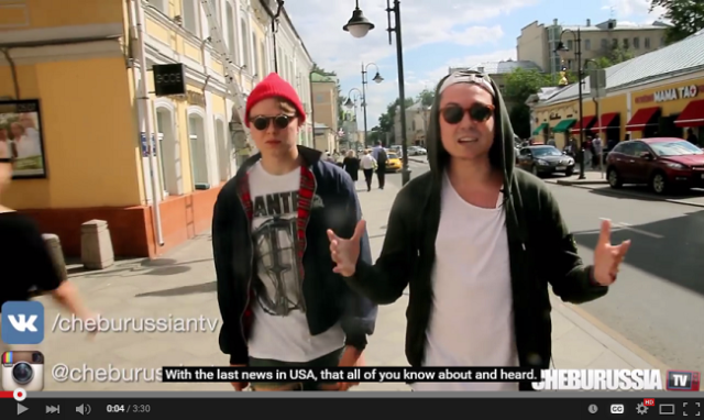 What happens when two men walk around Russia holding hands【Video】