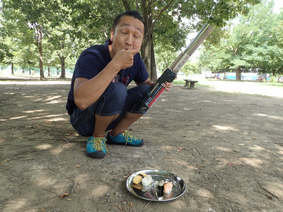"""We tried torching sushi with a """"flamethrower"""" to increase its flavor! 【Video】"""