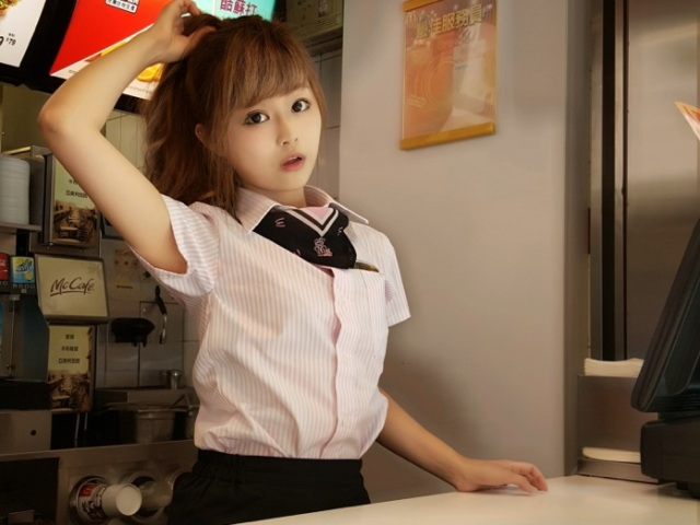 "Netizens are head-over-heels in love with the ""cutest McDonald's goddess"" in Taiwan 【Photos】"