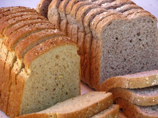 """Man arrested for scamming millions of yen with complaints of """"soggy bread"""""""