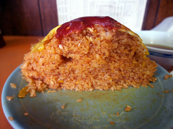 Tokyo restaurant's crazy huge rice omelet has 600 grams (1.3 pounds) of rice