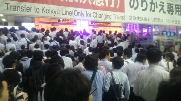 Did a Japanese high school student stop 350,000 people from getting home by throwing a bag?
