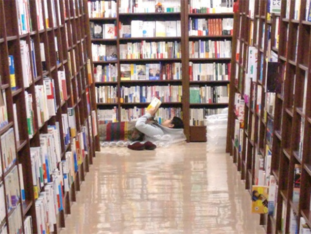 Ever dreamed of spending the night in a bookstore? Junkudo offering the chance to do just that!