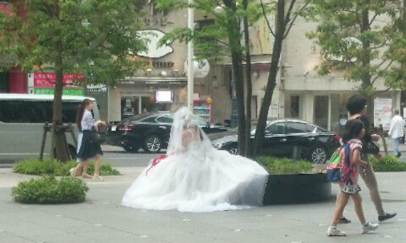 Cross-dressing bride in Tokyo leaves Japanese Twitter users confused