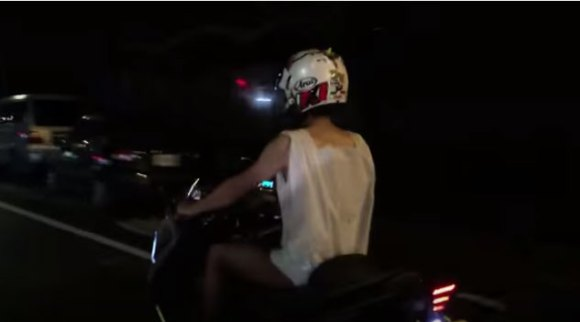 Taiwanese Netizen makes good on promise, rides motorcycle wearing nothing but plastic bag 【Video】