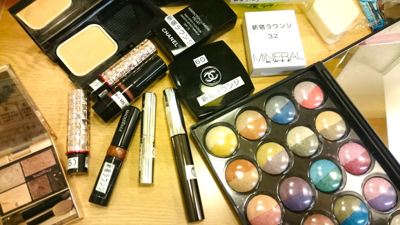 300 yen gets you all-you-can-apply Chanel makeup at unusual Tokyo lounge for women
