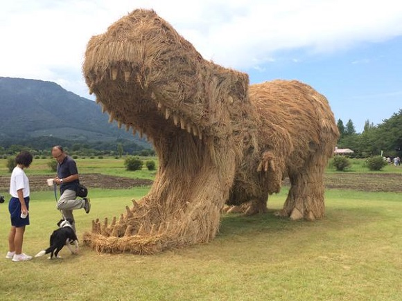 These giant straw dinosaurs would probably rip any straw man to shreds