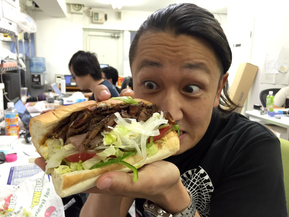 Our reporter tries to order a 100-slice beef sandwich at Subway Japan【Photos】