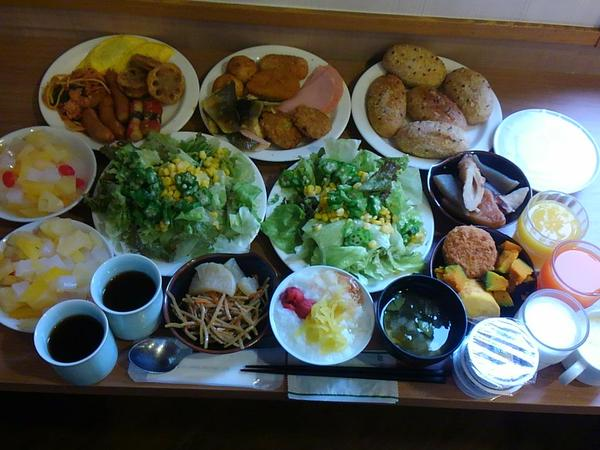 This is how a Japanese pro wrestler's breakfast looks: Huge! 【Photos】