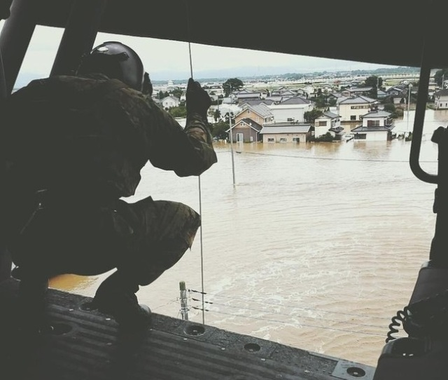 Twitter user caught in Ibaraki flood tweets photos of his rescuers from inside helicopter