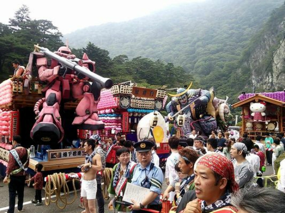 Gundam portable shrine appears at local Japanese festival【Photos】
