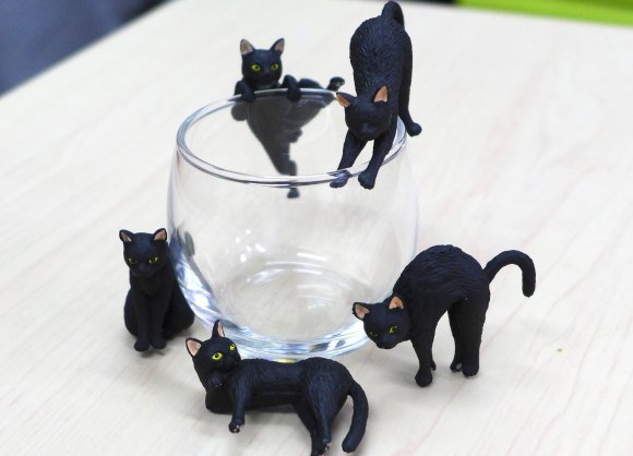 "These ""Fuchineko"" cat figures from Caffe Veloce will make any drink a hundred times cuter"