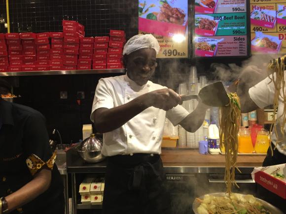 cooking yakisoba