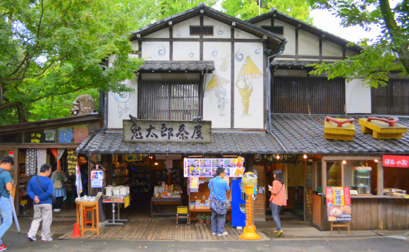 We check out the spooky snacks of the ghost-themed GeGeGe no Kitaro cafe