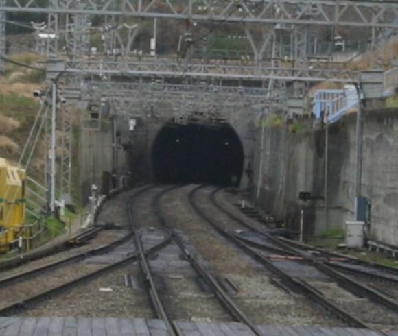 新生駒トンネル大阪側坑口