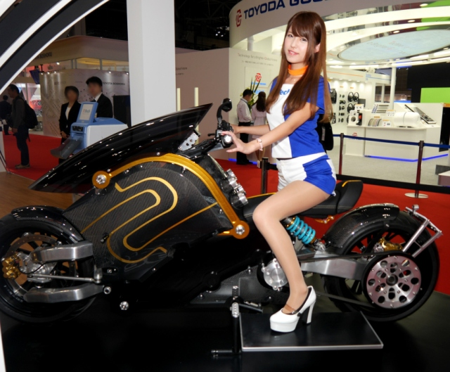 "We check out Japan's zecOO, the black-and-gold electric ""Akira bike"", at Tokyo Motor Show【Pics】"
