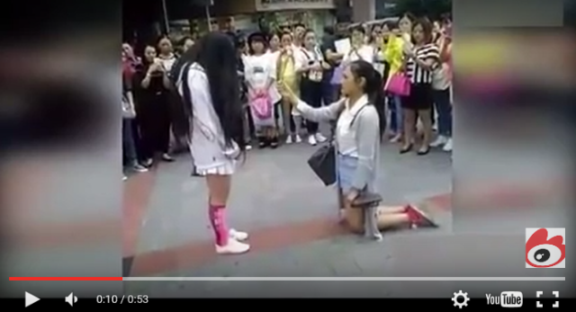 Street proposal between two Chinese women goes viral, gains support 【Video】