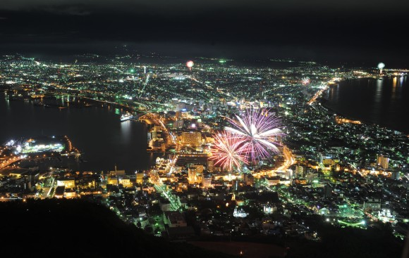 Play_of_fireworks_and_night_scenes_in_Hakodate