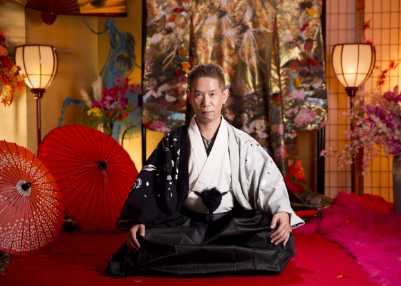 Asakusa photo studio transforms visitors into courtesans, geisha and samurai