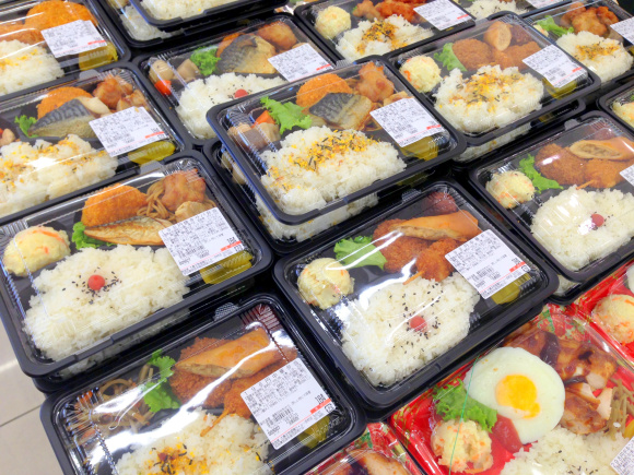 Cheapo News: We found this supermarket chain selling stupid cheap bento in west Japan